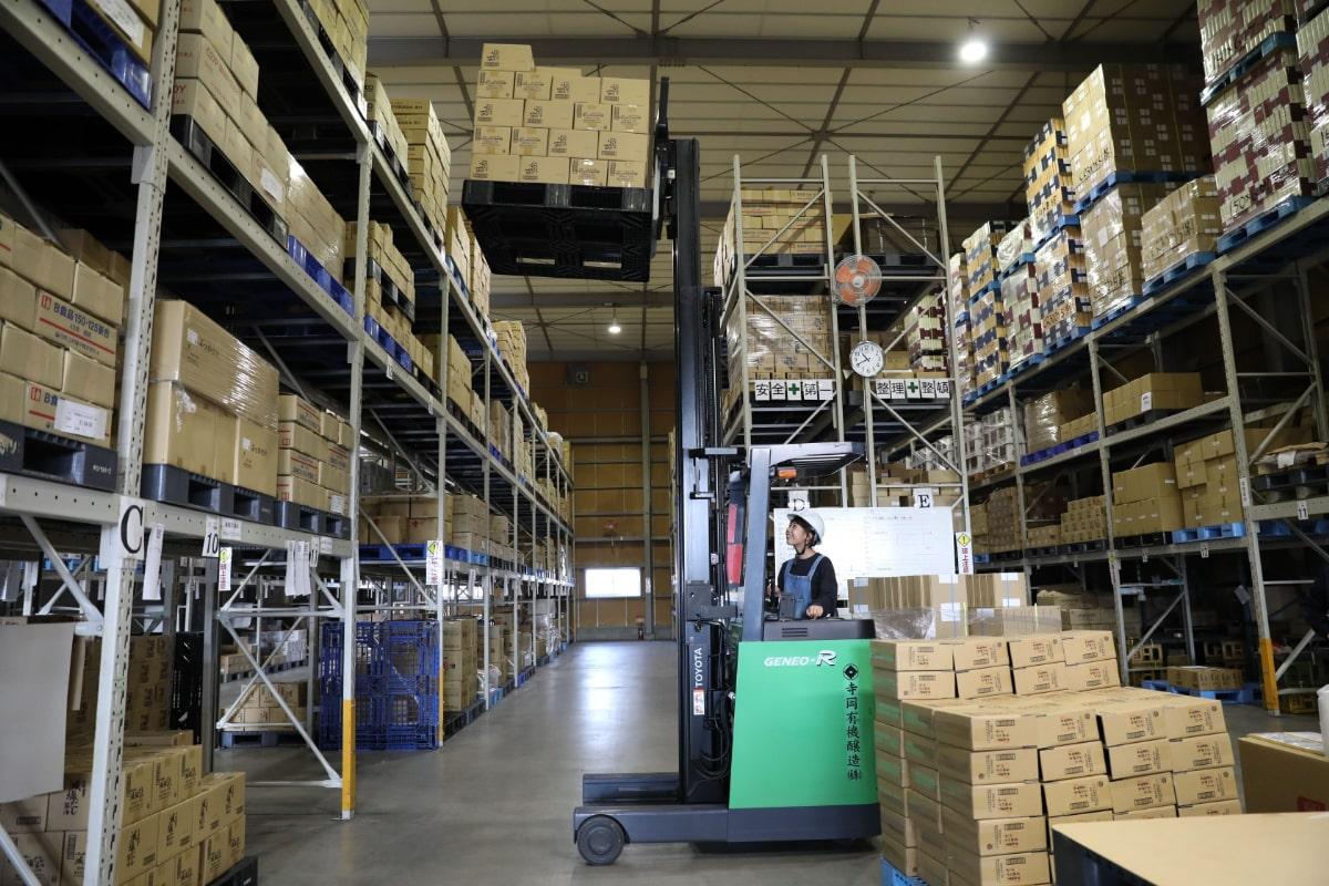 倉庫内での作業